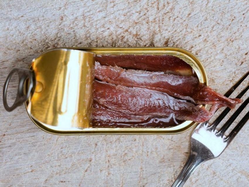 salat-cezar-s-korolevskimi-krevetkami-poshagovo-г