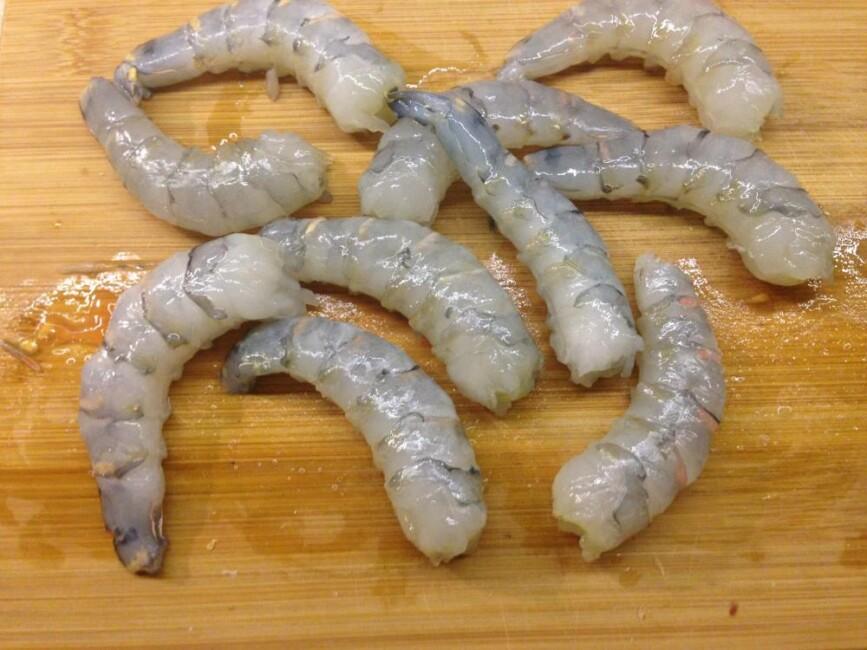 salat-cezar-s-korolevskimi-krevetkami-poshagovo-а