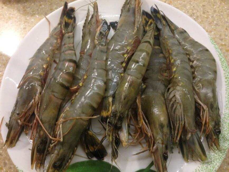 salat-cezar-s-korolevskimi-krevetkami-poshagovo-ц